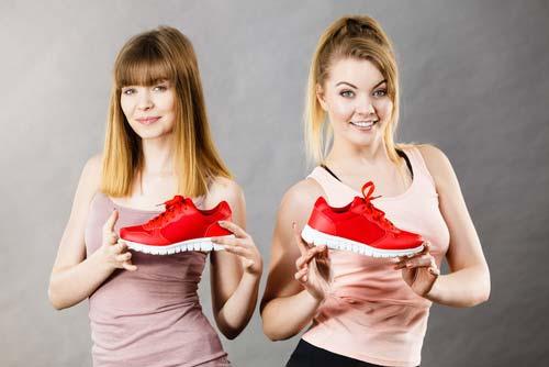 Kupowanie sportowych butów w sieci