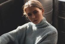 Botki ze swetrem i jeansami